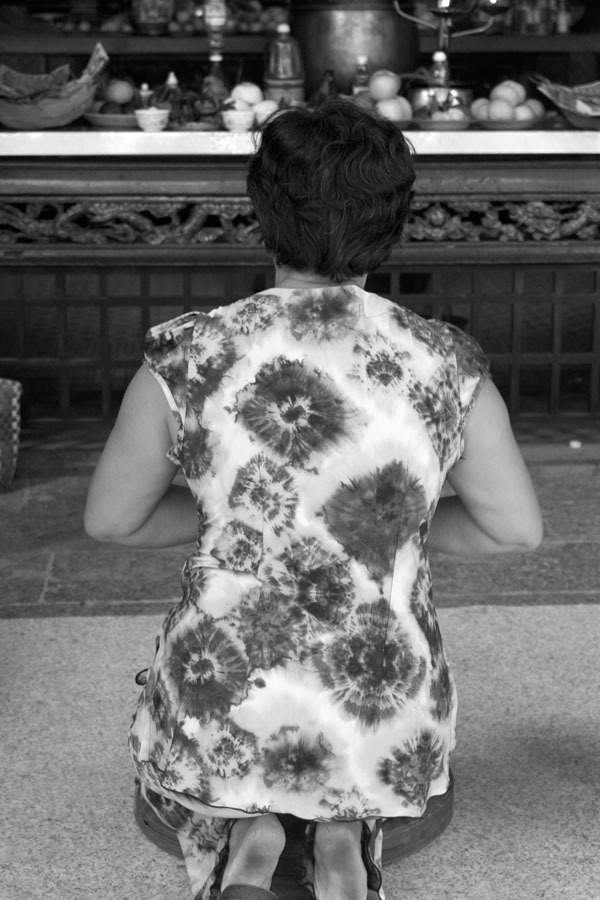 KNEELING PRAYER, 2005